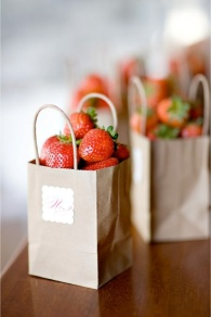 strawberry-favour-bags-via-ellis-bridals