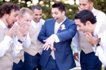 funny-moment-groomsmen-wedding-pictures-laughing-time-on-a-big-day-halarious-photos-17