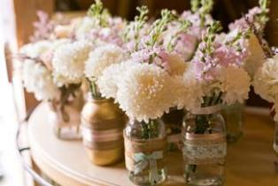 diy-white-dahlia-and-snap-dragons-centerpieces-burlap-fabric-mason-jar-lace