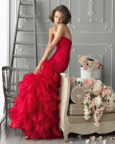 bright-red-ruffle-mermaid-bridesmaid-dress-by-aire-barcelona